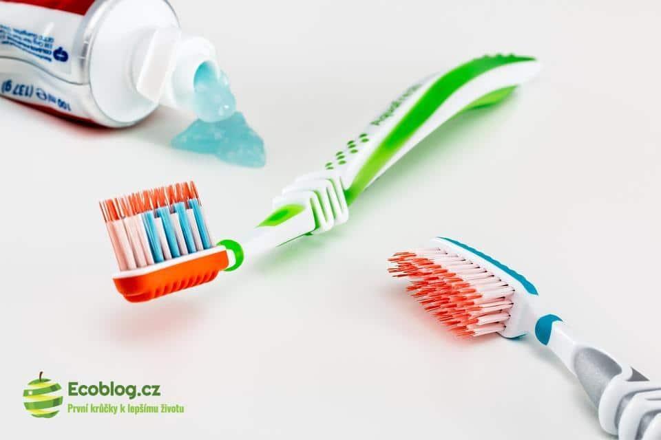 Ekologické čištění zubů: Rozporuplné látky v zubních pastách