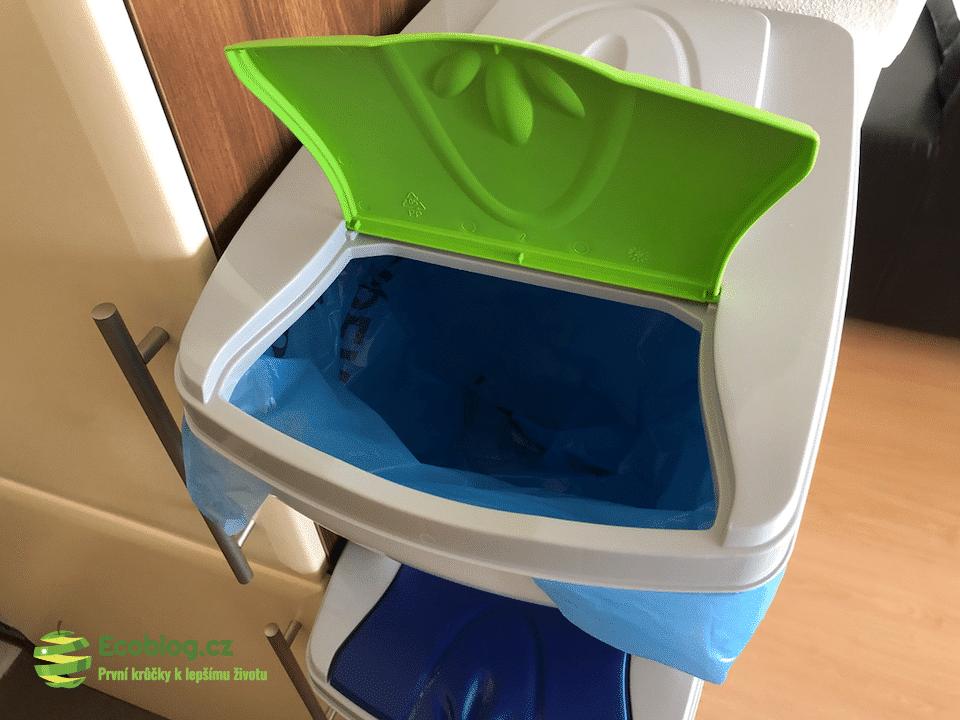 koše se sáčky na odpad